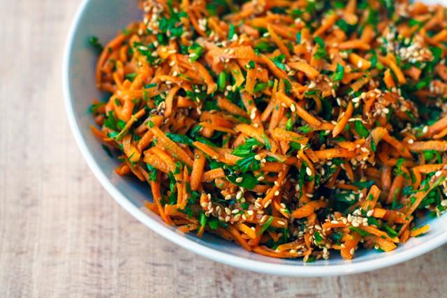 salata de morcovi patrunjel