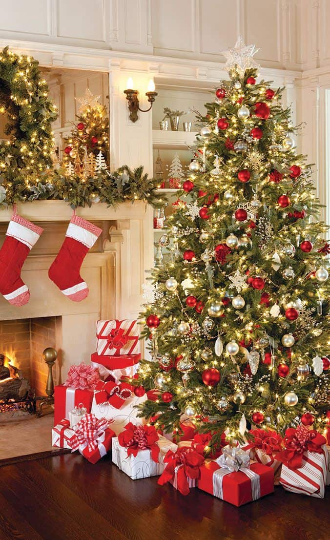 58Aeac96Dd8231623Bd63F2476E064A8 Traditional Christmas Tree Red Christmas Istoria Împodobirii Bradului De Crăciun - Obiceiuri Și Tradiții -
